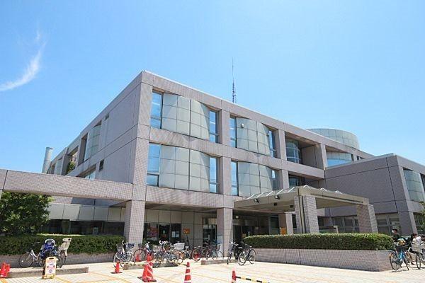 世田谷区立中央図書館