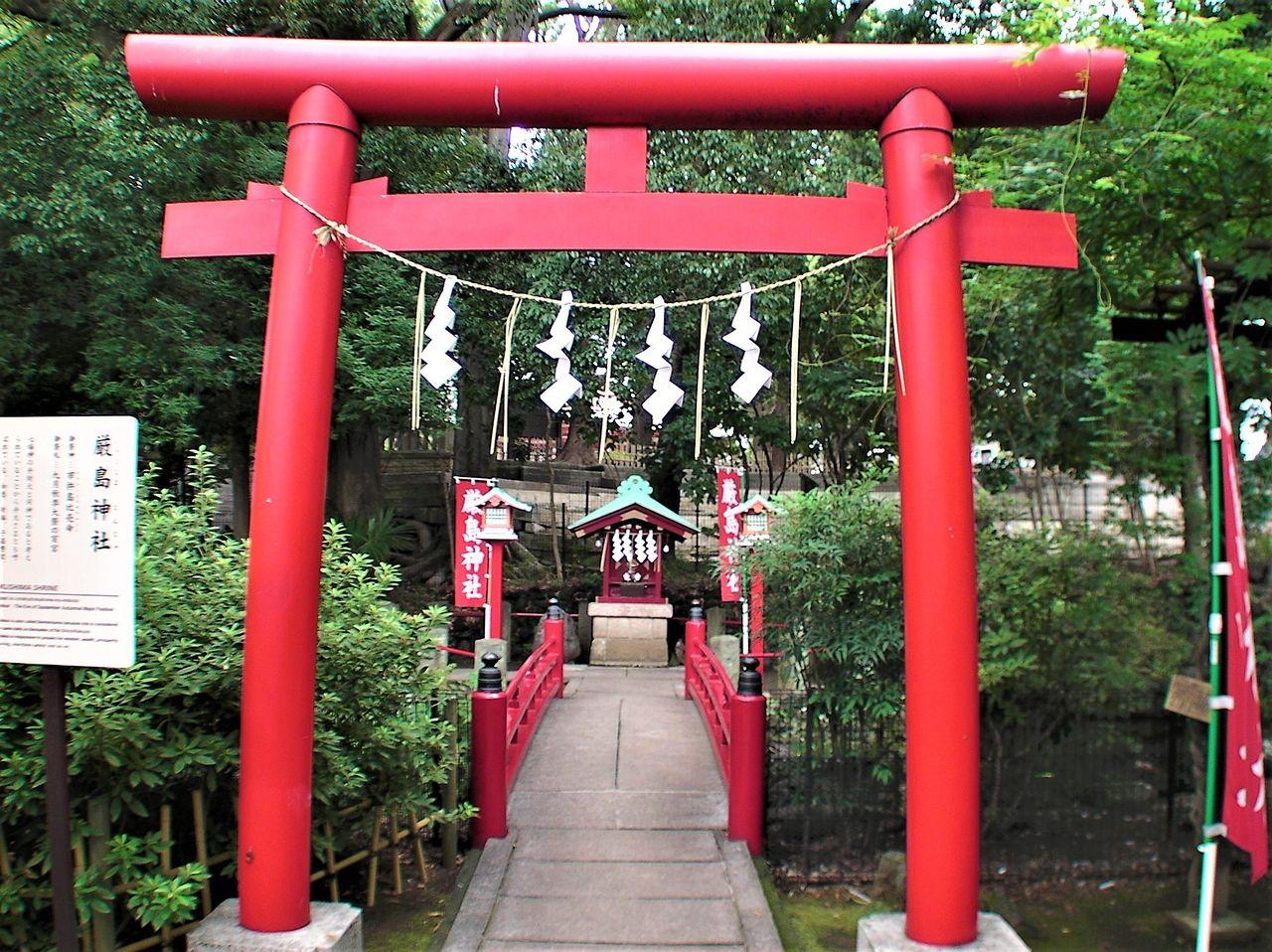 世田谷八幡宮内にある厳島神社